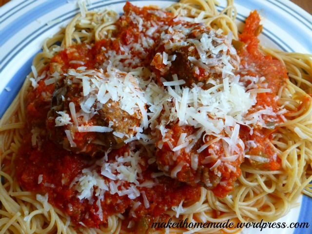 Spaghetti with an absolutely homemade sauce (not even canned tomatoes ...